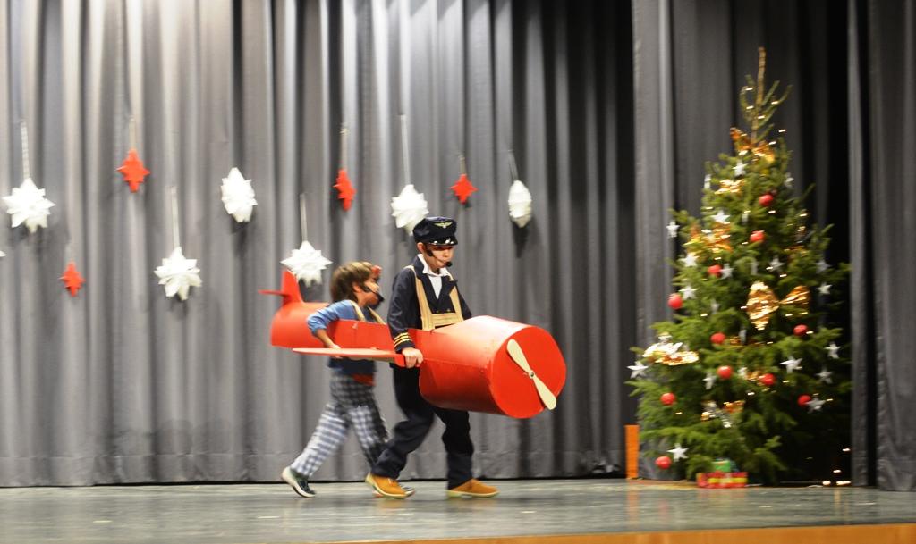 Grundschule Weihnachtsfeier.Weihnachtsfeier Der Grundschule 2017 Schule Zolling